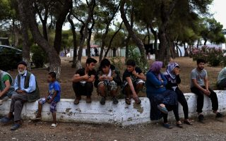 project-underway-to-pre-register-thousands-of-stranded-refugees-many-with-expired-documents
