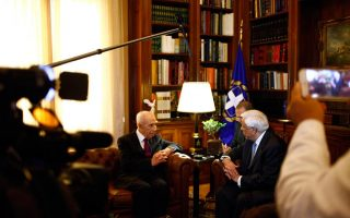 israel-amp-8217-s-peres-holds-talks-with-tsipras-pavlopoulos-in-athens