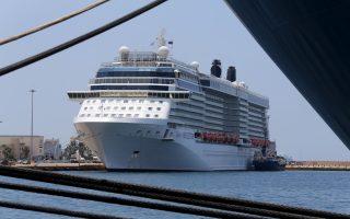 gov-t-eyes-port-worker-transfers-in-bid-to-stop-strike