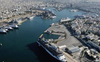 greek-state-workers-block-privatization-agency-offices-to-protest-ports-selloffs