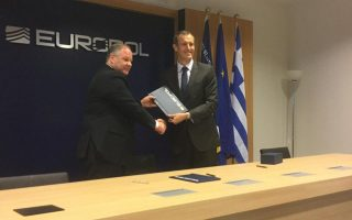 europol-and-greek-police-sign-anti-trafficking-deal