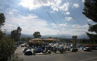 police-start-evacuating-migrant-camps-in-northern-greece