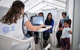 stranded-refugees-line-up-for-asylum-cards