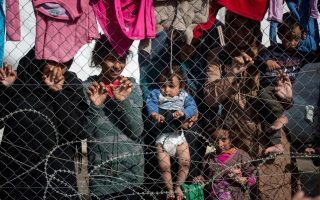 migrants-stuck-in-greece-jump-to-57-458-on-a-technicality0