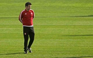 olympiakos-coach-silva-quits-victor-sanchez-takes-over