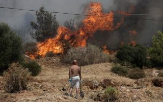 large-fire-on-island-of-chios-threatens-several-villages