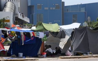 plans-afoot-to-empty-elliniko-migrant-camp