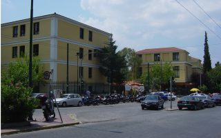 greek-police-seek-fugitive-who-escaped-custody