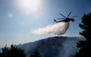 firefighters-battle-forest-fire-on-vermion-mountains