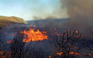 fire-threatens-residential-areas-on-leros