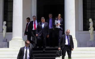 former-german-minister-insults-photographer-during-athens-visit