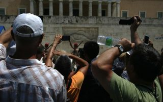 heat-wave-persists-as-ozone-levels-pass-safety-mark-in-greek-capital