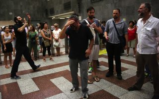actors-bring-oedipus-rex-to-syntagma-metro-station