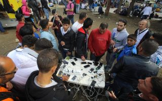 internet-in-greek-migrant-camps-as-important-as-food-say-aid-groups