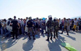 migrants-clash-with-police-on-leros-island