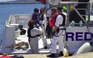migrants-taken-to-safety-on-lesvos