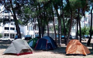 fears-of-upheaval-as-hundreds-of-migrants-camp-on-thessaloniki-campuses