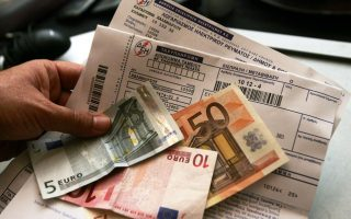four-in-10-greeks-struggle-to-pay-rent-and-bills