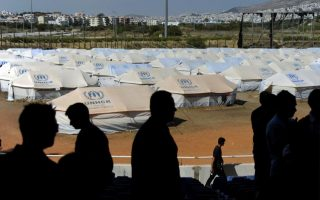 refugees-block-road-in-greece-seeking-better-health-services
