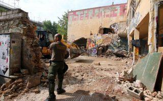 police-evacuate-squats-prompting-syriza-ire