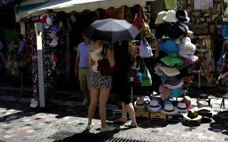 tourists-in-athens-want-sunday-shopping
