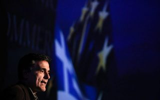 tsakalotos-heads-to-eurogroup-to-push-for-relaxed-primary-surpluses-after-2018