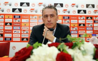 olympiakos-appoints-portuguese-bento-as-coach
