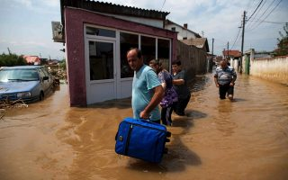 greece-sends-second-round-of-flood-aid-to-fyrom