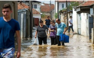 greece-sends-aid-to-fyrom-after-deadly-floods