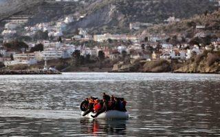 arrivals-rise-as-lesvos-officials-monitor-activists