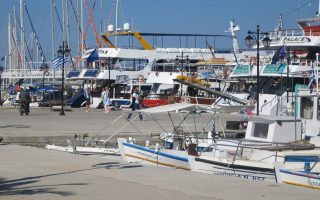 yacht-sailing-boat-catch-fire-in-lefkada-harbor