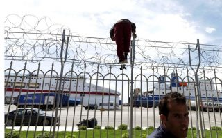 migrants-clash-at-patra-port-as-they-eye-passage-to-italy