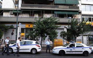 armed-robbers-target-bank-in-central-athens