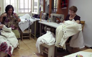 women-discuss-doing-business-in-prespes