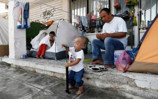 syrian-refugees-in-discarded-holiday-homes-dream-of-anything-but-greece