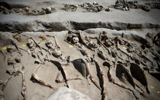 shackled-remains-at-ancient-greek-site-tell-tale-of-intrigue