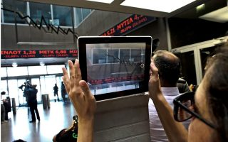greek-stock-index-edges-down-on-slow-trade