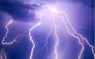 northern-greece-hit-by-more-than-25-000-thunders