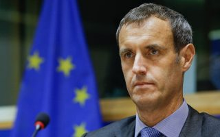 europol-sending-team-to-root-out-jihadists-at-migrant-camps