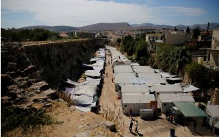 move-to-ease-overcrowding-at-migrant-camps