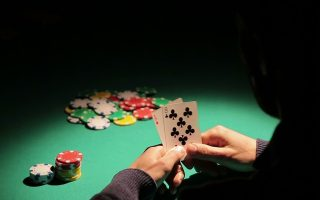 police-shut-down-illegal-casino-in-athens-36-people-arrested