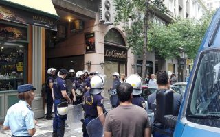 anarchist-group-holds-ministry-sit-in-to-protest-public-transport-ticket-inspections
