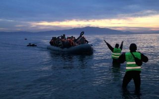 more-than-60-000-migrants-and-refugees-stranded-in-greece