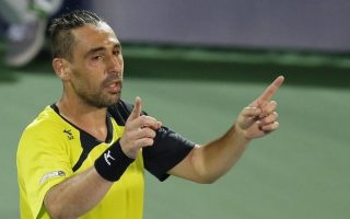 umpire-warns-baghdatis-for-using-cellphone-during-match