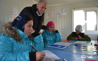 island-mayors-to-ask-eu-envoy-for-migrant-transfers-to-greek-mainland