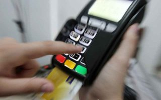plastic-money-users-could-earn-free-credit-on-the-spot