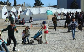 fire-at-migrant-camp-near-thessaloniki-leaves-one-man-injured