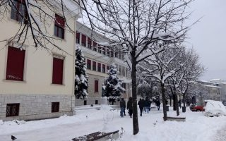 snow-makes-comeback-in-central-northern-greece