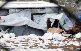 refugees-brave-snow-sub-zero-temperatures-in-greek-camps0