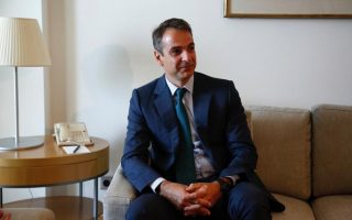 mitsotakis-pledges-tax-cuts-for-businesses-self-employed